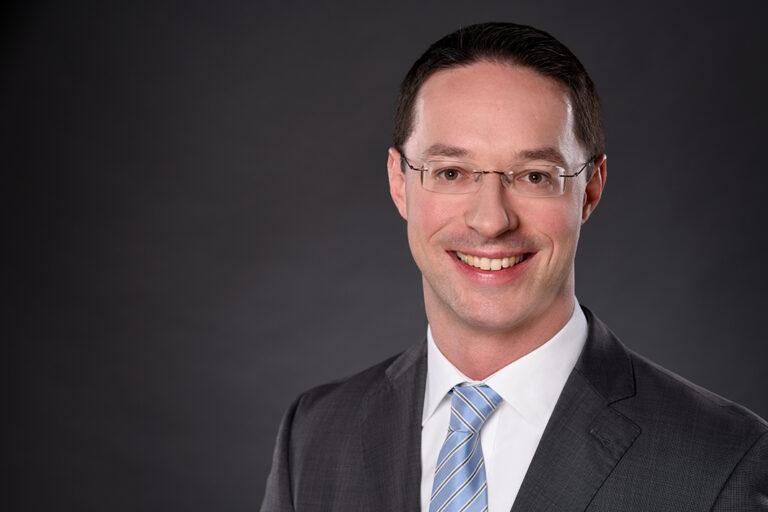 Prof. Dr. Sebastian Lang, Professur für Allgemeine BWL, insbesondere Finanzierung, Investition und Rechnungswesen